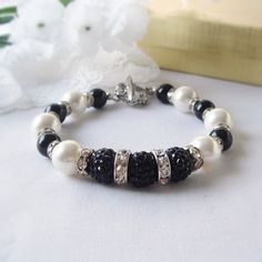 Elegant Black and White Swarovski Pearl Bracelet with by fayeslipp