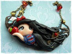 Fimo -Halskette Collier So weiß wie Schnee, so rot von Marions Traumlädchen auf DaWanda.com