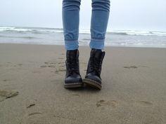 Image via We Heart It #alternative #beach #boots #clothes #fashion #girl #grunge #jeans #sea