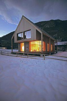 The Alpine Hut Emphasizes Slovenia Thanks to OFIS arhitekti& updated modern reinterpretation of a mountain cabin. Design Furniture, Prefab, Architecture Design, Shed, House Design, Cabin Design, Diy Design, Modern Design, Design Ideas