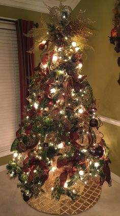Gold, green and brown tree Colorful Christmas Tree, Christmas Trees, Christmas Decorations, Holiday Decor, Green And Brown, Gold, Ideas, Home Decor, Xmas Trees