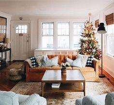 Modern Christmas Living Room Decor Ideas 03 – Home Design Home Living Room, Apartment Living, Living Room Decor, Living Spaces, Small Living, Apartment Ideas, Cozy Living Room Warm, Comfortable Living Rooms, Cozy Room