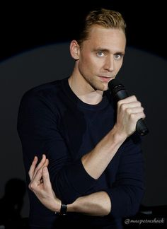 "macpetreshock: ""The way he holds his arm with his hand. OMG. I can't. beaglebitch insanely-smart ladyoftheteaandblood peskipixi pedeka loki-in-winterfell dragonslikesmaug legion567 xdelayedgratification angryschnauzer angreav lokaneship..."