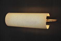 Applique perforée de Pierre Guariche en métal laqué blanc et laiton. France, 1950's Vendu