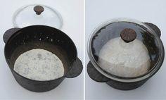 3. Ta ut grytan och strö lite mjöl i bottnen och lägg den mjölade degen i den heta grytan och lägg på locket. Utan mjöl fastnar brödet.
