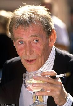 Peter O'Toole (1932-2013), Famed Stage and Film Actor Who Starred In 'Lawrence of Arabia'  |    :(