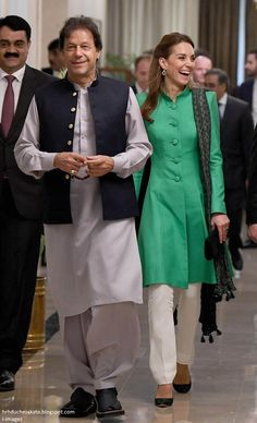 Kate Middleton Photos - Catherine, Duchess of Cambridge meets with the Prime Minister of Pakistan, Imran Khan at his official residence on October 2019 in Islamabad, Pakistan. - The Duke And Duchess Of Cambridge Visit Islamabad - Day Two Kate Middleton Photos, Kate Middleton Style, Duke And Duchess, Duchess Of Cambridge, Imran Khan Wedding, Jemima Goldsmith, Catherine Walker, Prince William, Celebrities