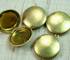 Round Locket 20mm Raw Brass Plain LKRS127RB  by CanterburyLane, $3.50