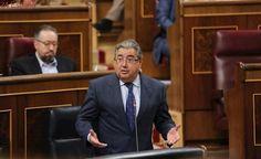 El ministro del Interior anuncia la creación de tres nuevos CIE en Málaga, Algeciras y Madrid