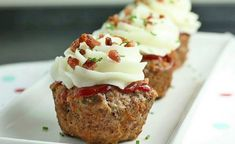 "Meat Loaf Cupcakes with Mashed Potato ""icing"". Be Mine Meat Loaf Cupcakes with Mashed Potato ""icing"". Be Mine Meat Loaf Cupcakes with Mashed Potato ""icing"". Be Mine Muffin Tin Recipes, Cupcake Recipes, Muffin Tins, Cupcake Ideas, I Love Food, Good Food, Yummy Food, Yummy Snacks, Meatloaf Cupcakes"