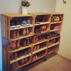 Schuhregal aus Apfelkisten #shoes #Schuhregal #Weinkisten #vintage #diy #loveit #Schuhesindrudeltiere