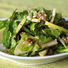 Salade verte aux pommes et aux noix