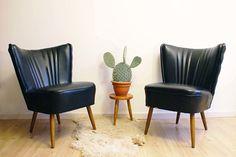 2 zwarte cocktail/club fauteuils. Retro stoel met jaren 50 design.