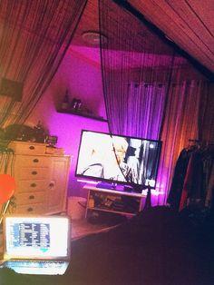 Room bed tv