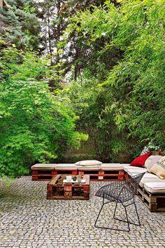 Pergola Above Garage Door Outdoor Seating, Outdoor Spaces, Outdoor Living, Outdoor Decor, Pallet Seating, Floor Seating, Pallet Lounge, Pallet Benches, Pallet Patio