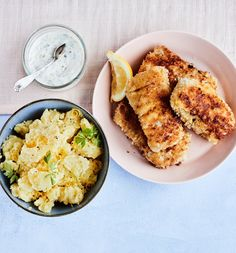 XL-kalapuikot ja sitruunapotut | Kala, Arjen nopeat | Soppa365 Chicken Wings, Hummus, Risotto, Curry, Ethnic Recipes, Curries, Buffalo Wings
