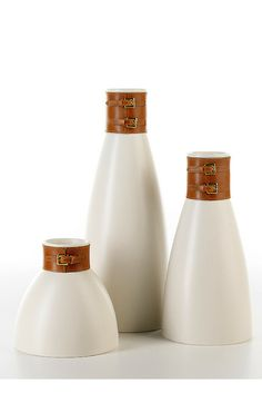Skin #ceramics #homelivingceramics #vase #leather #homeaccessories #interiordesign   www.arfaigm.com