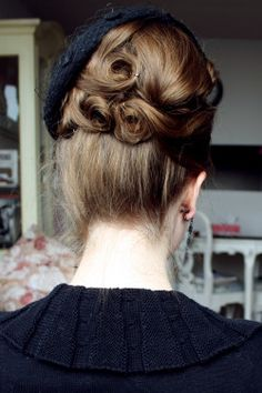 Updo with pin curls - Fanny Rosie