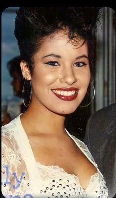 Selena Quintanilla Perez, Rare Photos, American Singers, Timeless Fashion, Fashion Looks, Photoshoot, Queen, Perspective, Beauty