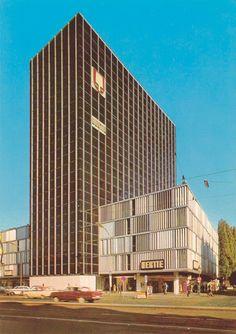 Ein 50 Meter hoher dunkler Block ragte an der Münchner Freiheit ab 1964 in die Höhe: das Hertie-Kaufhaus.Foto: Archiv // inzwischen auf halbe Höhe gestutzt