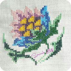 Pano 4 (nurcan calbas ) Cross Stitch Flowers, Cross Stitch Designs, Embroidery, Drop Cloths, Cross Stitch, Flower, Fruit, Spring, Needlepoint
