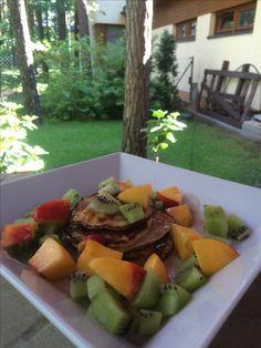Banana pancakes with kiwi, nectarine and honey :)
