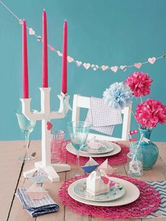 Table for two: make these charming decorations for the dinner table #valentinesday #valentinesdecor