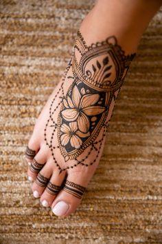 mehndi designs ideas   #shaadisaga #shaadiseason #wedding #indianwedding #bride #bridesmaids #bridegroom #floral #weddingdecor #roses #flower #whiteroses #pinkroses #designerwear #weddingphotography #wedding #lehenga #kurta #weddingdecor #floraldecor Henna Tattoo Designs Simple, Legs Mehndi Design, Mehndi Designs For Girls, Mehndi Designs For Beginners, Mehndi Design Photos, Mehndi Designs For Fingers, Latest Mehndi Designs, Mehndi Designs For Hands, Henna Foot Designs