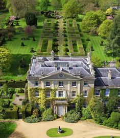classic 🍃🕊🍃architecture and stunning gardens🍃.in this beautiful setting! 🍃Royal Gardens at Highgrove 🍃 . Dream Home Design, My Dream Home, Highgrove Garden, Mansion Homes, Casa Hotel, English Manor Houses, English House, English Country Manor, English Castles