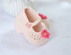 CROCHET PATTERN Baby Shoes Classic Mary Janes in por matildasmeadow