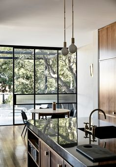 Subtly interweaving old and new, the St Kilda East House by Luke Fry Architecture & Interior Design does not seek to transform the stately art deco original.