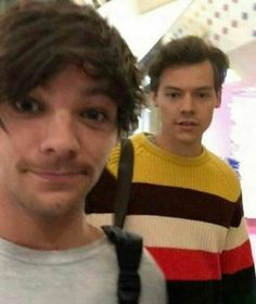 Find images and videos about one direction, boys and niall horan on We Heart It - the app to get lost in what you love. Larry Stylinson, Louis Tomlinson, One Direction Fandom, One Direction Harry Styles, Direction Quotes, Niall Horan, Zayn Malik, Overwatch, Larry Shippers