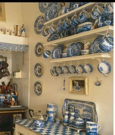 Blue and white heaven July World of Interiors, photographed by… Blue And White China, Blue China, Blue Willow China, Comedor Office, White Dishes, World Of Interiors, Blue Rooms, Blue Plates, Home And Deco