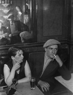 George Brassai - Paris Couple Dans un Bistrot Classic Photography, Bw Photography, Street Photography, Paris Couple, St Denis, Brassai, Andre Kertesz, Henry Miller, Cleveland Museum Of Art