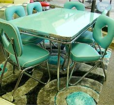 Are you looking for a vintage dinette but are having trouble finding just what you want? How about: Order a new dinette — made by a company using its original designs produced from 1949 to Yes: Acme Chrome Furniture Ltd. was established in March 1946 Design Retro, Küchen Design, Home Design, Design Table, Retro Home Decor, Home Decor Styles, Vintage Decor, Vintage Modern, Retro Vintage