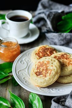 Learn how to make these easy English crumpets for afternoon tea or breakfast. Enjoy a relaxing cup of tea and these delicious homemade crumpets. English Crumpets, Tea And Crumpets, Pastry Recipes, Cooking Recipes, Bread Recipes, Homemade Crumpets, Savory Bread Recipe, Breakfast Tea, Indian Breakfast