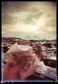 La colazione da Ciro a Mergellina... Con  il vesuvio e le nuvole!!!