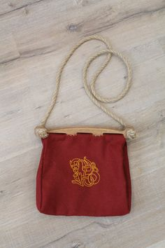 Hand-stitched Viking bag with wooden handle. This bag is based on archaeological finds from Hedeby, from the viking era. It is made from wool with linen lining. Decorated with pure silk embroidery. Measurements: 26 x 25 x 10 cm (10.2x9.8x3.9inches)
