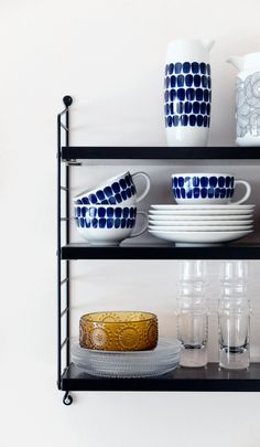 Finnish design in its best, Marimekko, Arabia, Iittala. Rustic Shelves, Shelf Design, Marimekko, Scandinavian Interior, Kitchen Styling, Beautiful Kitchens, Home And Living, Home Accessories, Little Kitchen