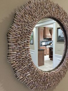 Fantastic DIY mirror frames that you can make yourself Do you have a desire to do things for yourself that everyone will admire? Check out our ideas for fantastic DIY mirror frames today that you c… Seashell Art, Seashell Crafts, Beach Crafts, Deco Marine, Shell Decorations, Starburst Mirror, Driftwood Crafts, Driftwood Wreath, Diy Mirror