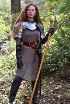 Medieval warrior chainmail shirt gothic gorget with pauldrons set Chainmail Shirt, Chainmail Armor, Female Armor, Female Knight, Warrior Girl, Warrior Princess, Warrior Women, Caballero Andante, Armor Clothing