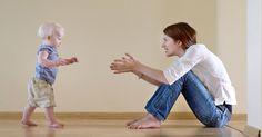 Pour favoriser la motricité des enfants entre un et deux ans, il faut beaucoup de patience et d'humour. Voici quelques exercices pour développer sa coordination en jouant.