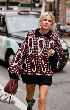 5 Knitwear Trends Every Fashion Editor Is Wearing This Winter 2020 Girl Fashion, Fashion Outfits, Fasion, Street Style, Winter Trends, Dress With Boots, Blazer, Fashion Editor, Pulls