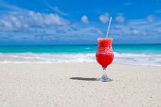 All-Inclusive-Resorts (Karibik, Mexiko oder Lateinamerika) – The Vacation Hunt - Cocktail Rezepte 2020 All Inclusive Urlaub, All Inclusive Resorts, Punta Cana, Cocktail Drinks, Alcoholic Drinks, Cocktail Theme, Summer Cocktails, Beach Vacation Packing List, Vacation Packages