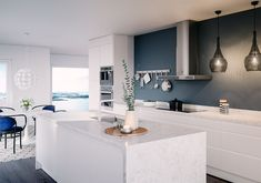 Integra White – Kitchen from Epoq – Buy at Elkjøp and Lefdal! Kitchen Interior, Interior Design Living Room, Kitchen Decor, Small Galley Kitchens, Home Kitchens, Kitchen Wall Colors, Contemporary Kitchen Design, Cuisines Design, Küchen Design