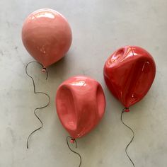 Everyone is obsessed with this artist's ceramic balloon art, including us - ceramic art - Ceramic Clay, Ceramic Pottery, Pottery Art, Ceramic Boxes, Slab Pottery, Ceramic Jewelry, Pottery Studio, Cerámica Ideas, Tile Ideas