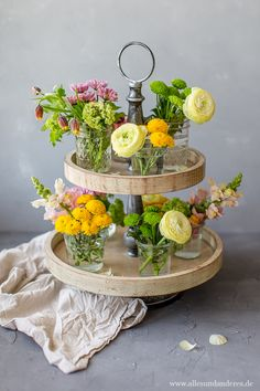 DIY: Spring Flowers on a Cake Stand Alles en andere - Best Decoration Handmade Home, Flower Petals, Silk Flowers, Nail Design Games, Nail Designs Spring, Diy Décoration, Pink Design, Color Of The Year, Ikebana