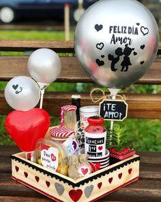 Valentines Day Baskets, Valentines Gift Box, Birthday Box, Birthday Treats, Diy Birthday Decorations, Balloon Decorations, Work Anniversary, Bf Gifts, Chocolate Bouquet