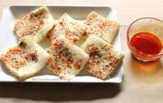 White Dhokla Recipe  For dhokla :1 cup soaked rice ½ cup split gram (urad dal) ½ cup moong dal ½ cup oats 2 tbsp beaten rice flakes (poha) 1 tbsp ginger-chili paste salt as per taste 1 t/s baking soda 1 tbsp black pepper powder 1 tbsp red chili powder For Green Chutney: 1 cup chopped coriander leaves 7 to 8 mint leaves 4 garlic cloves ½ lime juice 3 green chilies 1 t/s sugar 1 cup water black salt as per taste Chili Oil Dip:1 tbsp oil + 1 tbsp water 1 tbsp red chili powder salt as per taste