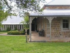 "Styling Magazine by Coty Farquhar - Australia: ""Willowvale"" - My sister's beautiful home Australia House, Roof Architecture, Australian Architecture, Stone Houses, Stone Cottages, Pergola Plans, Pergola Ideas, Diy Pergola, Facade House"